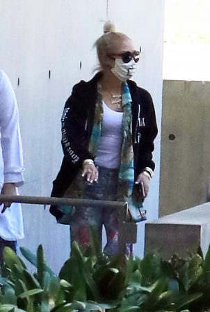 Gwen Stefani - Spotted at UCLA campus in Los Angeles