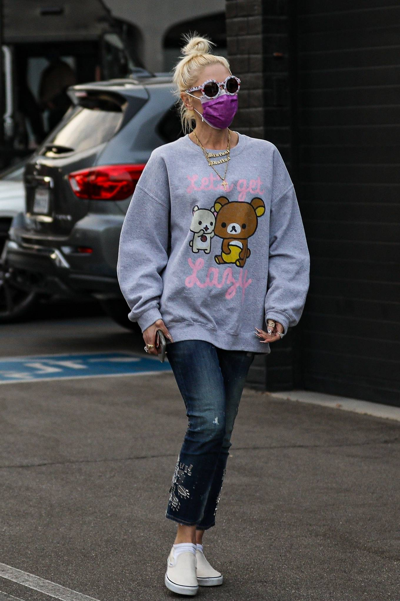 Gwen Stefani - Spotted while shopping for jewelry at XIV Karats in Beverly Hills