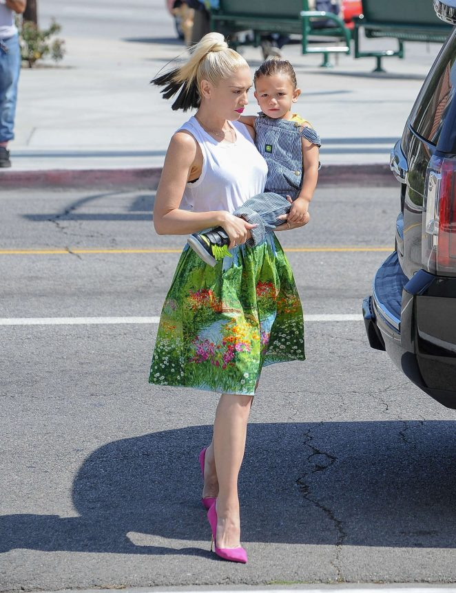 Gwen Stefani with children heading to church -01