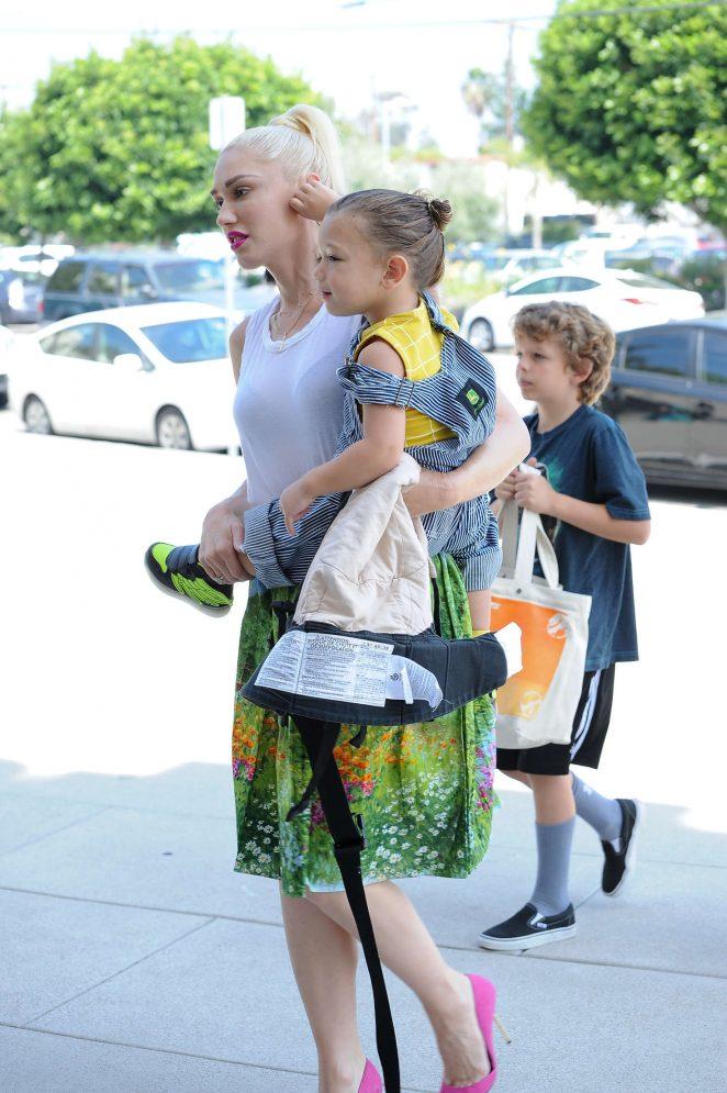 Gwen Stefani with children heading to church -02