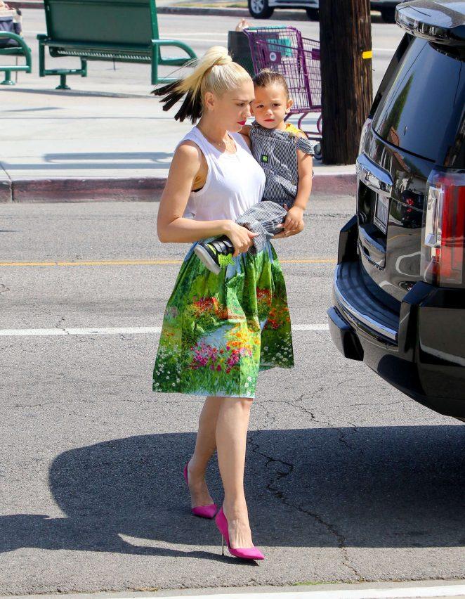 Gwen Stefani with children heading to church -06