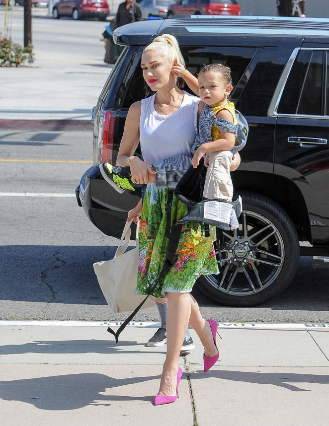 Gwen Stefani 2016 : Gwen Stefani with children heading to church -13