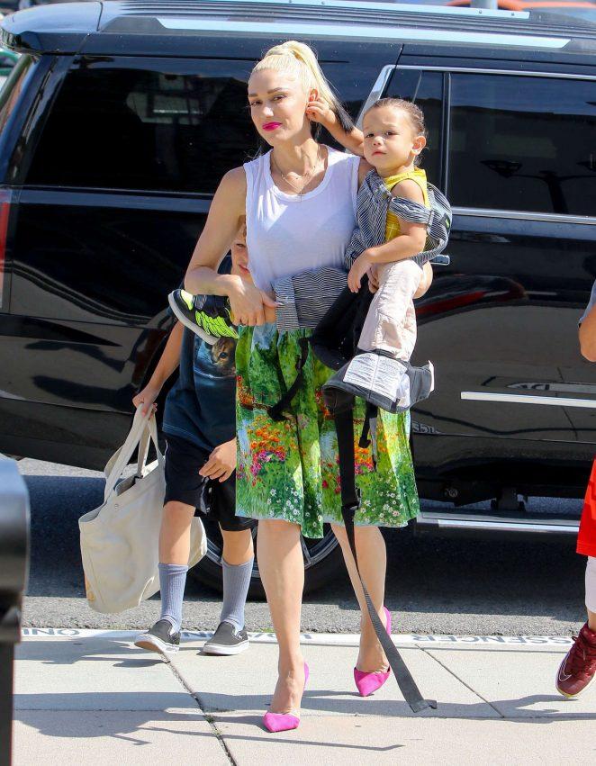 Gwen Stefani 2016 : Gwen Stefani with children heading to church -16