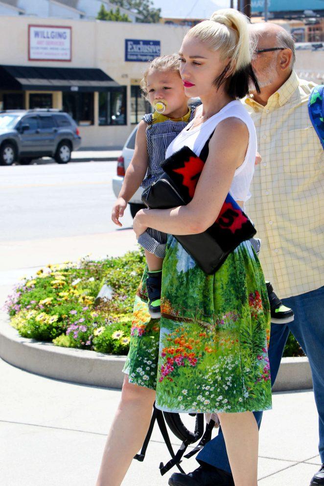 Gwen Stefani 2016 : Gwen Stefani with children heading to church -17