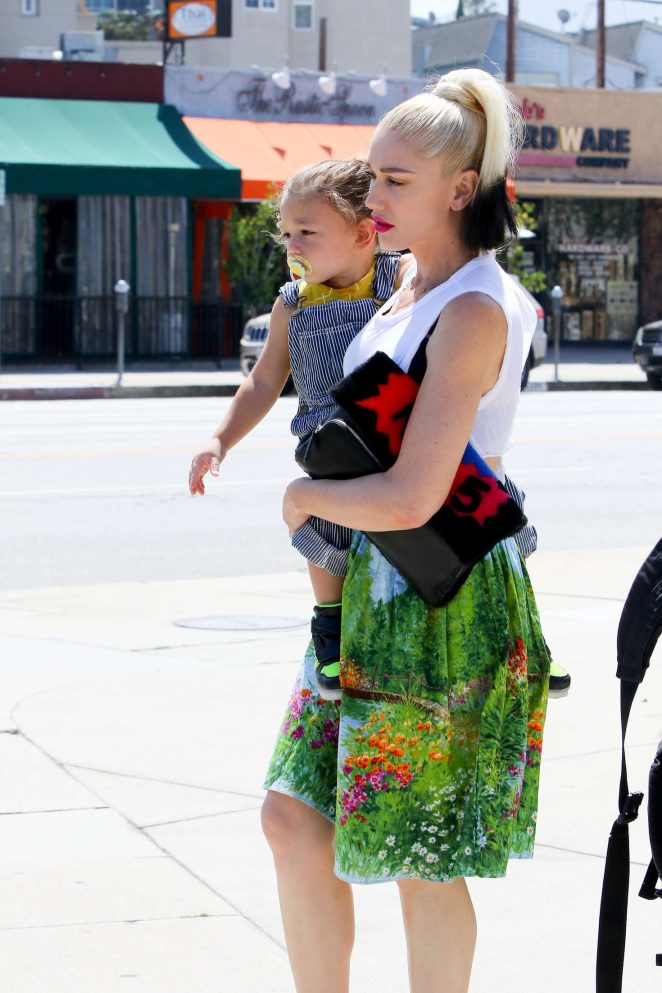 Gwen Stefani 2016 : Gwen Stefani with children heading to church -36