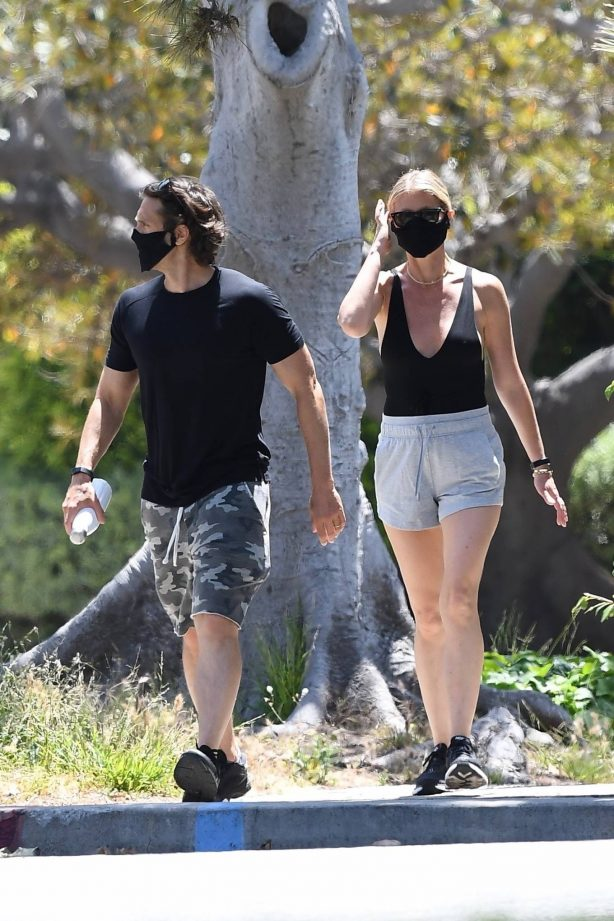 Gwyneth Paltrow and Brad Falchuk - Go out for an afternoon stroll in LA