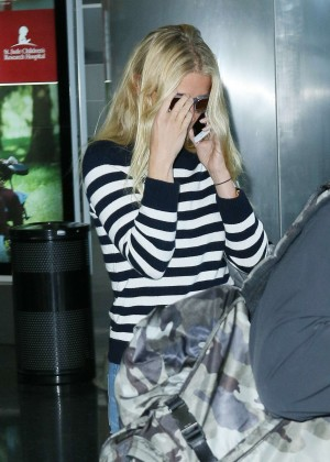 Gwyneth Paltrow - Arriving at JFK Airport in NYC