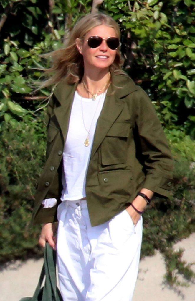 Gwyneth Paltrow - Arriving in the Amalfi Coast
