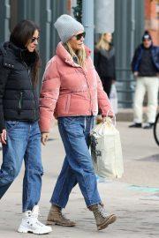 Gwyneth Paltrow - Christmas Shopping in Aspen