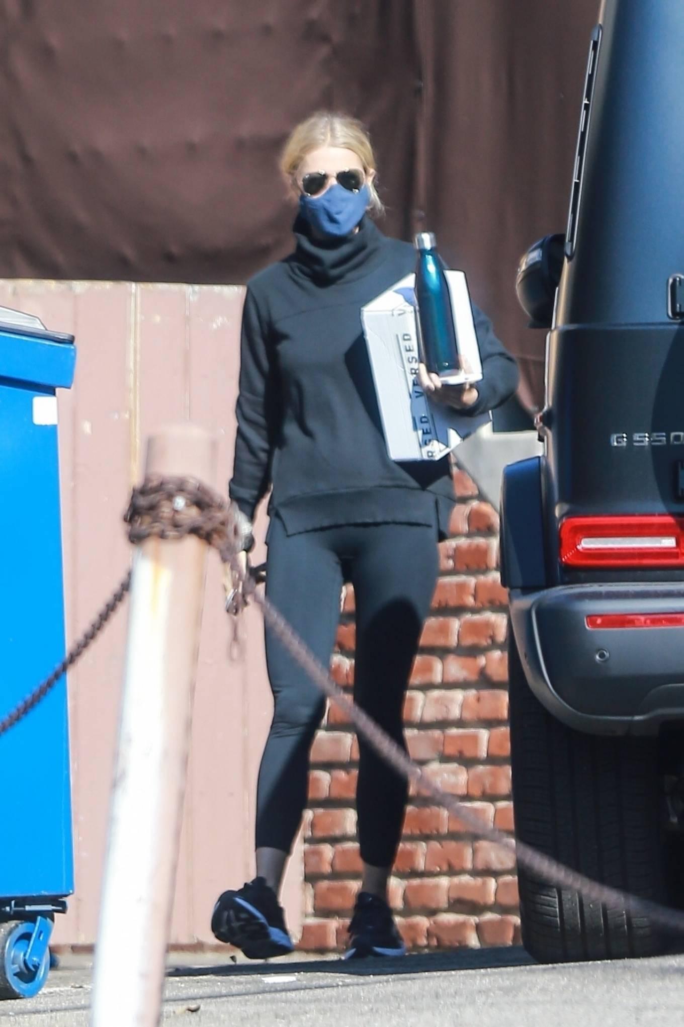 Gwyneth Paltrow - Exiting the gym in Santa Monica