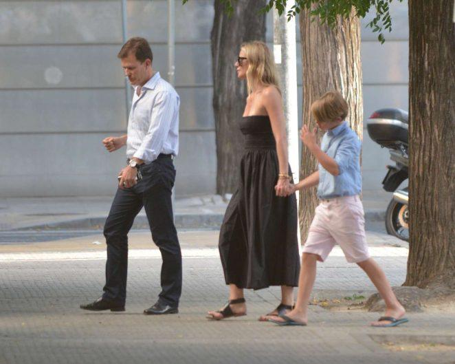 Gwyneth Paltrow in Black Long Dress -02