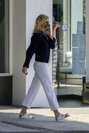 Gwyneth Paltrow - Leaves a clothing store in Santa Monica