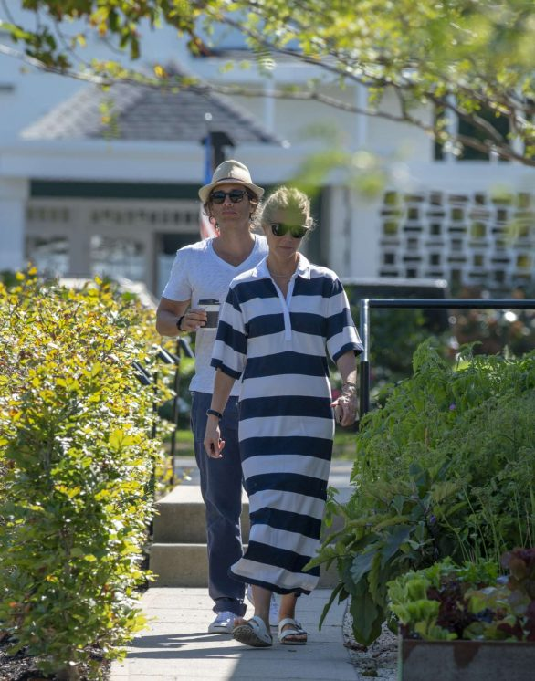 Gwyneth Paltrow - On the Eastern End of Long Island