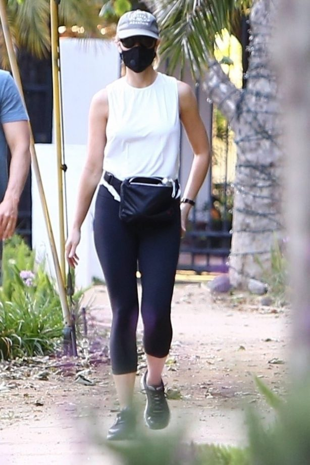 Gwyneth Paltrow - Out for a walk with Brad Falchuk in Brentwood
