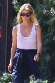 Gwyneth Paltrow - Out for a weekend walk in Brentwood