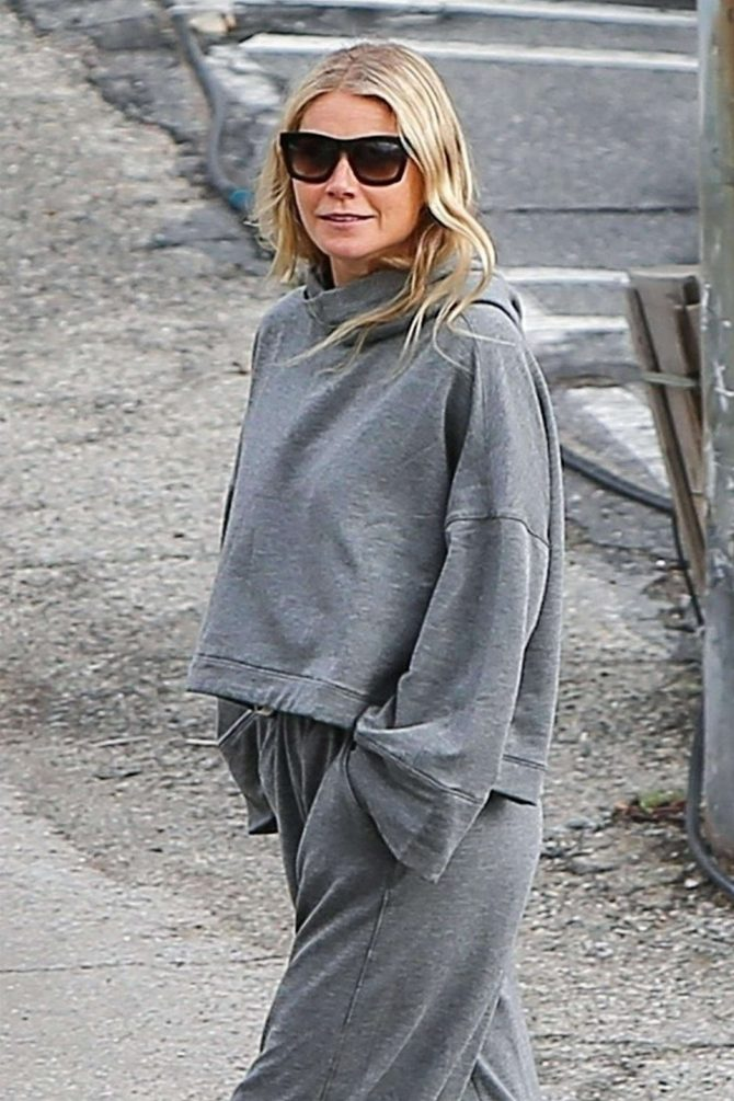 Gwyneth Paltrow - Out in Brentwood