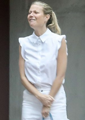 Gwyneth Paltrow - Out in Pacific Palisades