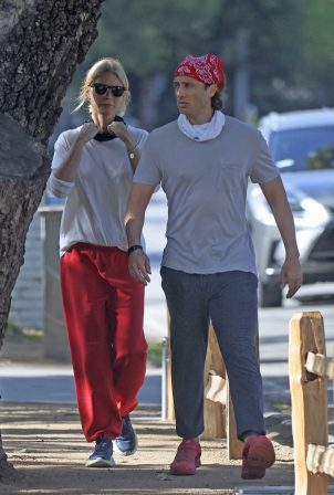 Gwyneth Paltrow - Steps out for a walk in Brentwood