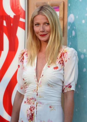 Gwyneth Paltrow - Toasts to Paddle for Pink with Moet Ice Imperial in Bridgehampton