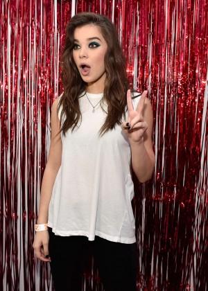 Hailee Steinfeld - 2015 iHeartRadio Music Festival in Las Vegas