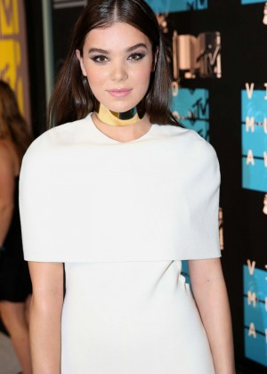 Hailee Steinfeld - 2015 MTV Video Music Awards in LA