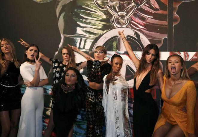 Hailee Steinfeld: 2015 MTV Video Music Awards -05