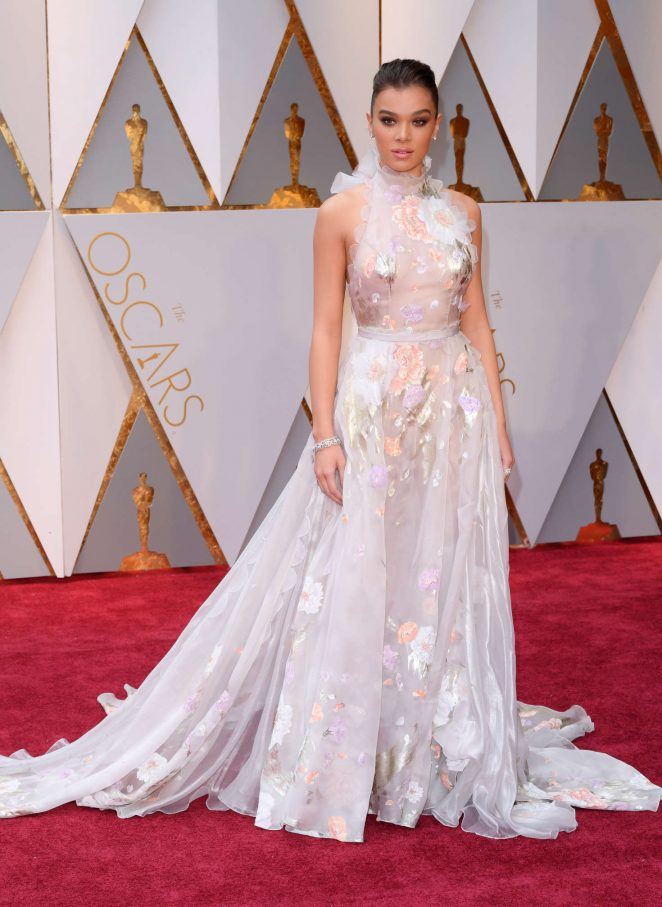 Hailee Steinfeld – 2017 Academy Awards in Hollywood