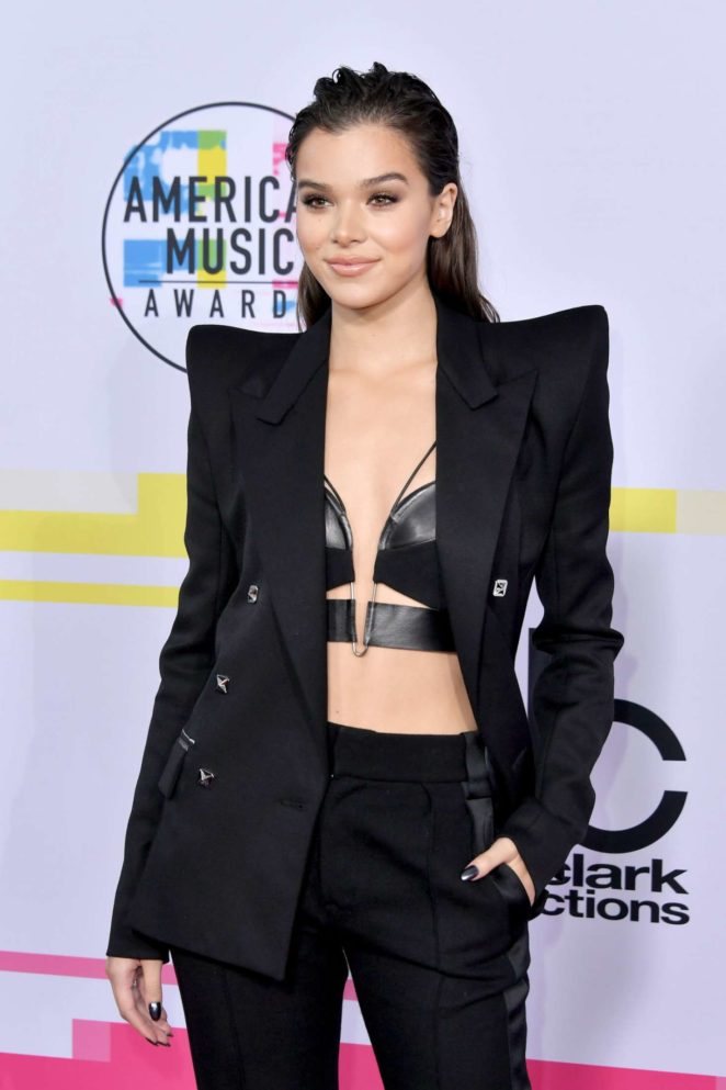 Hailee Steinfeld - 2017 American Music Awards in Los Angeles