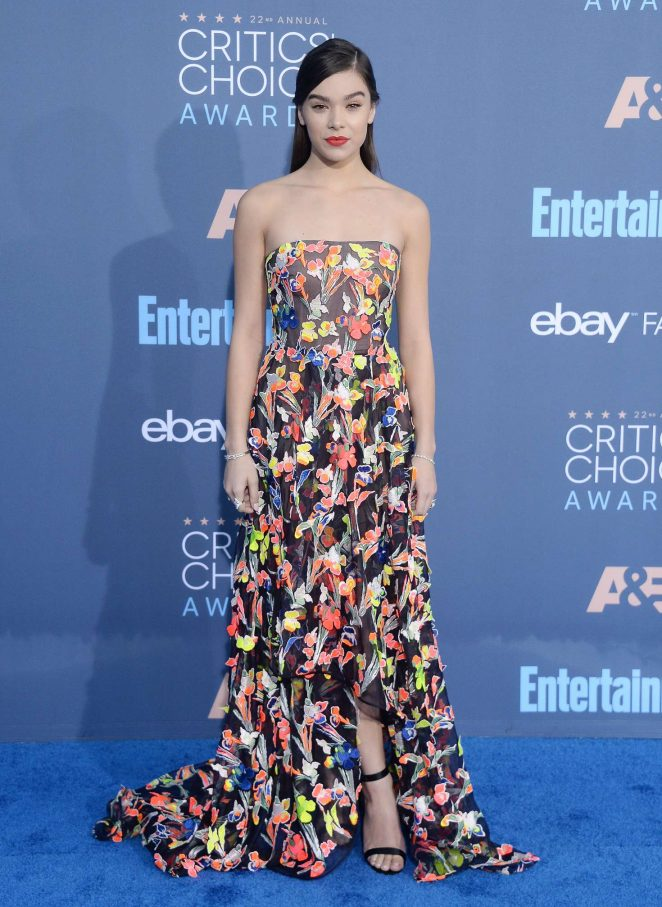 Hailee Steinfeld – 22nd Annual Critics' Choice Awards in Los Angeles