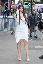 Hailee Steinfeld - Arrives at Good Morning America studios in New York