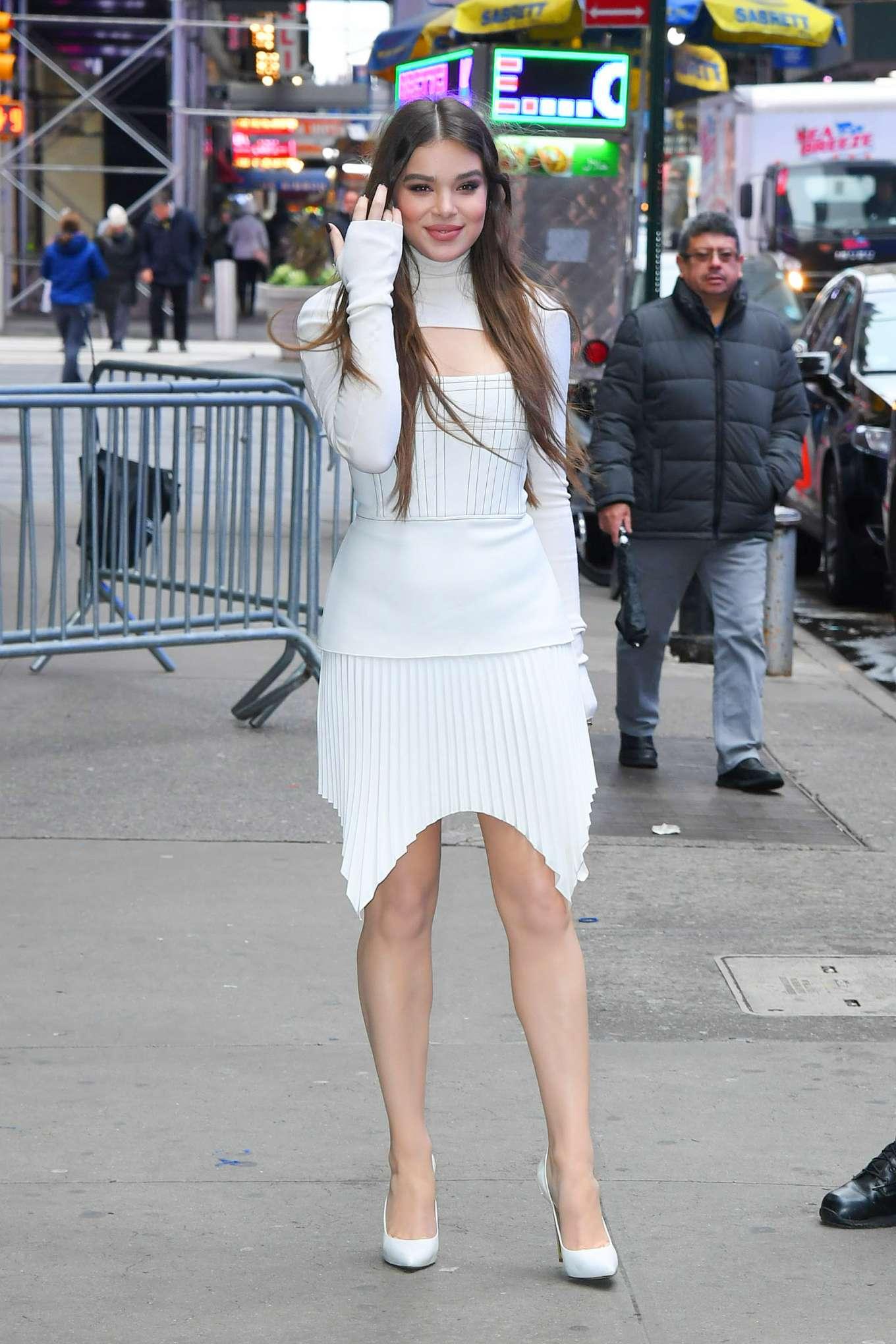 Hailee Steinfeld - Arrives at Good Morning America studios in New York