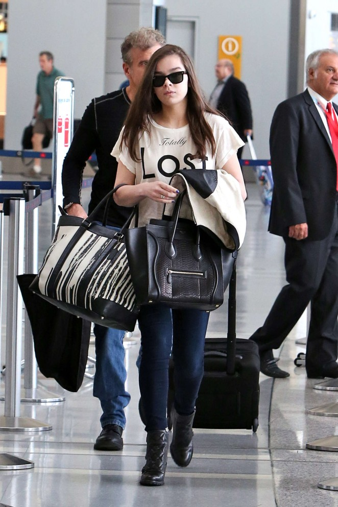 Hailee Steinfeld - Arrives at Pearson Airport in Toronto
