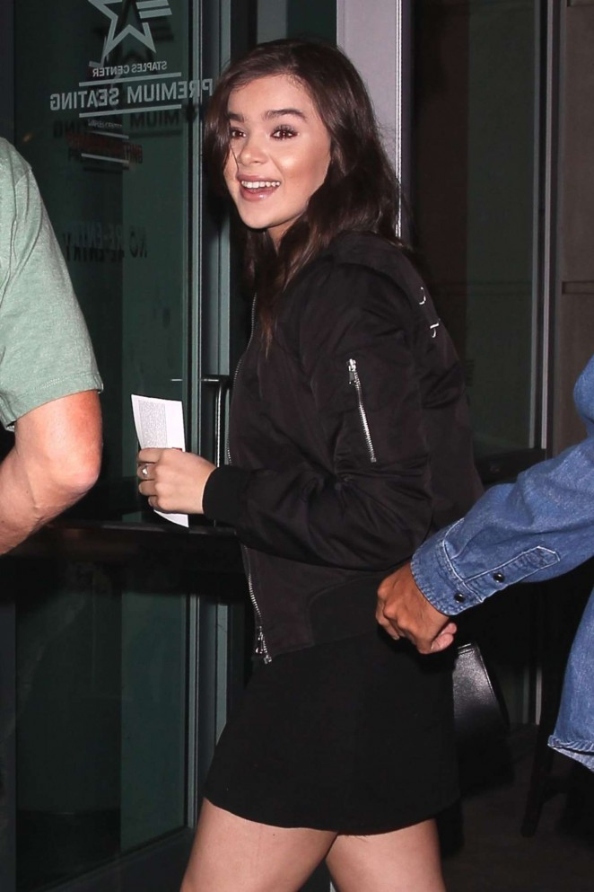 Hailee Steinfeld - Arriving at the Taylor Swift concert in LA