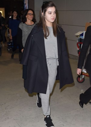 Hailee Steinfeld at Charles de Gaulle Airport in Paris