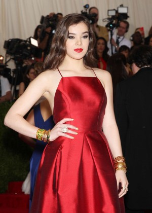 Hailee Steinfeld - 2015 Costume Institute Gala in NYC