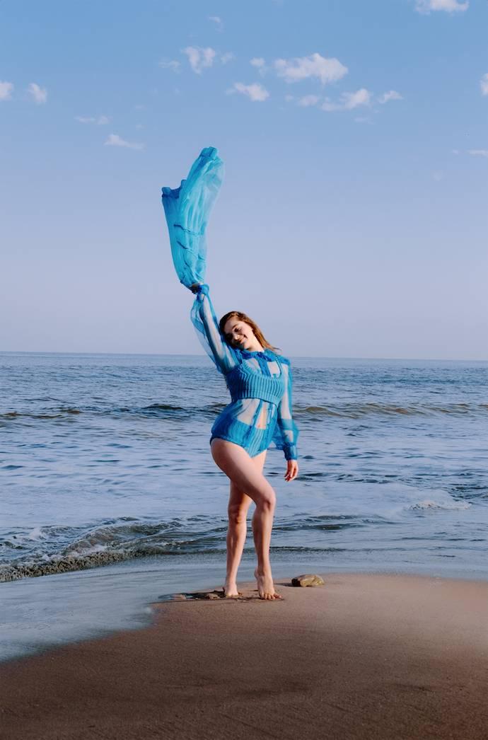 Hailee Steinfeld - Connor Franta for V Magazine 2020 adds