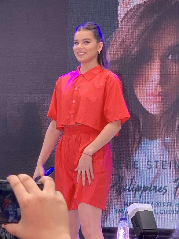 Hailee Steinfeld - Doing interviews in Manila