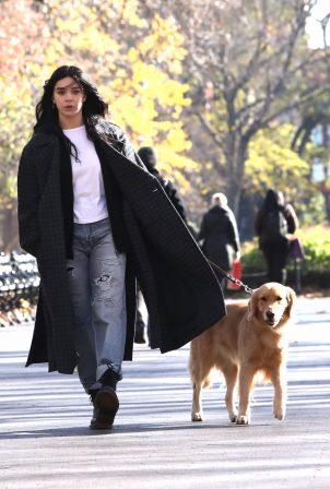 Hailee Steinfeld - Filming 'Hawkeye' in New York City