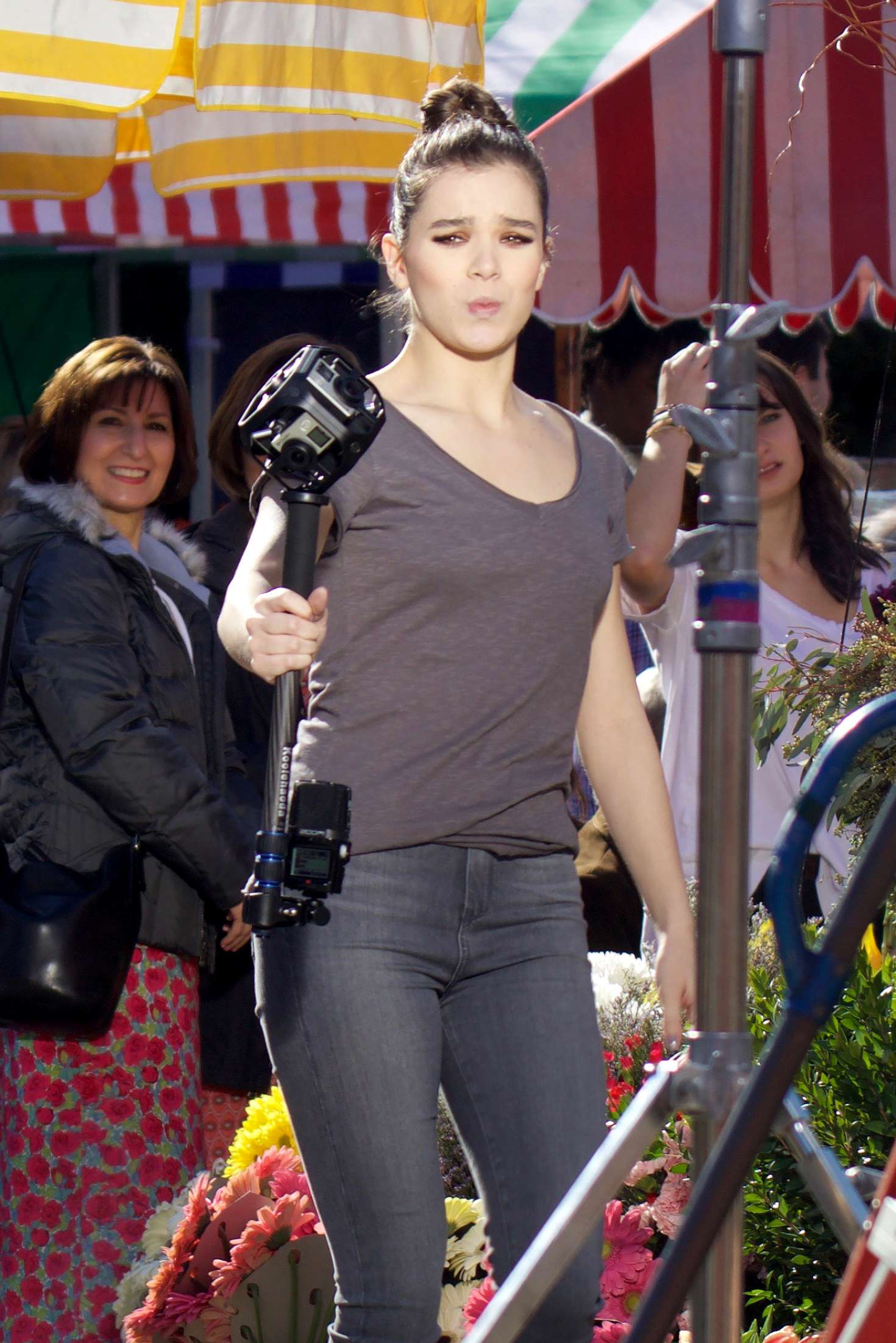 Hailee steinfeld filming pitch perfect