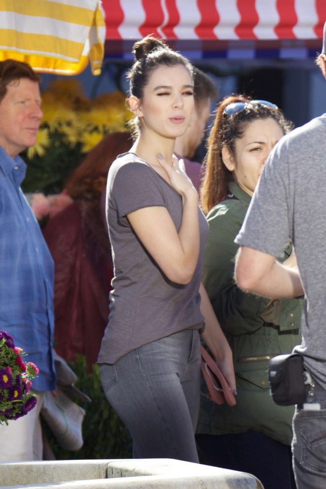 Hailee Steinfeld Filming Pitch Perfect 3 15 Gotceleb