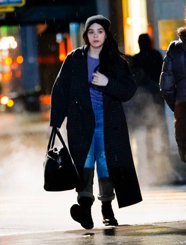Hailee Steinfeld - Hawkeye set in New York City