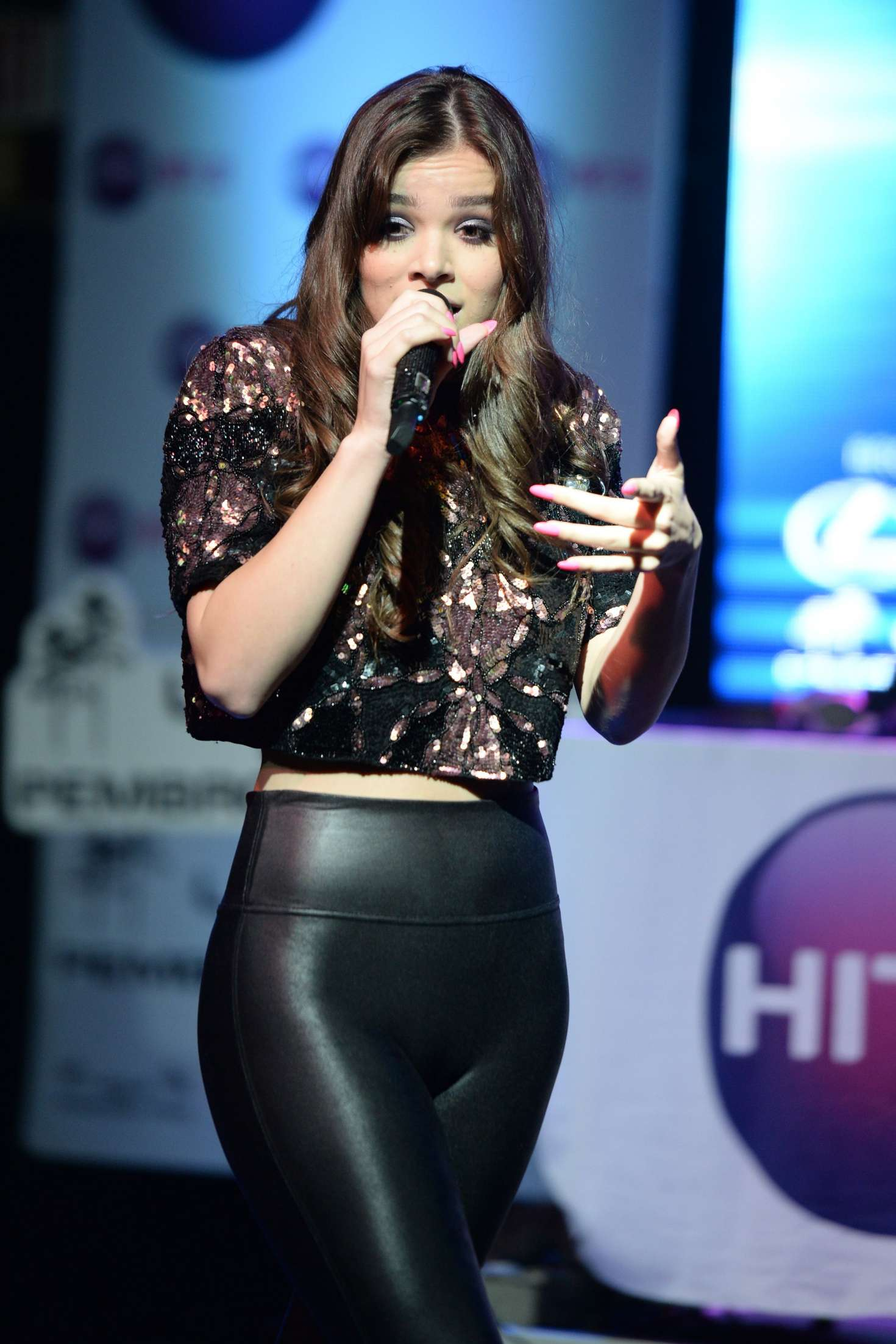 Hailee Steinfeld Hits 97 3 Sessions At Revolution 07