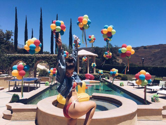 Hailee Steinfeld in Bikini – Twitter Pics