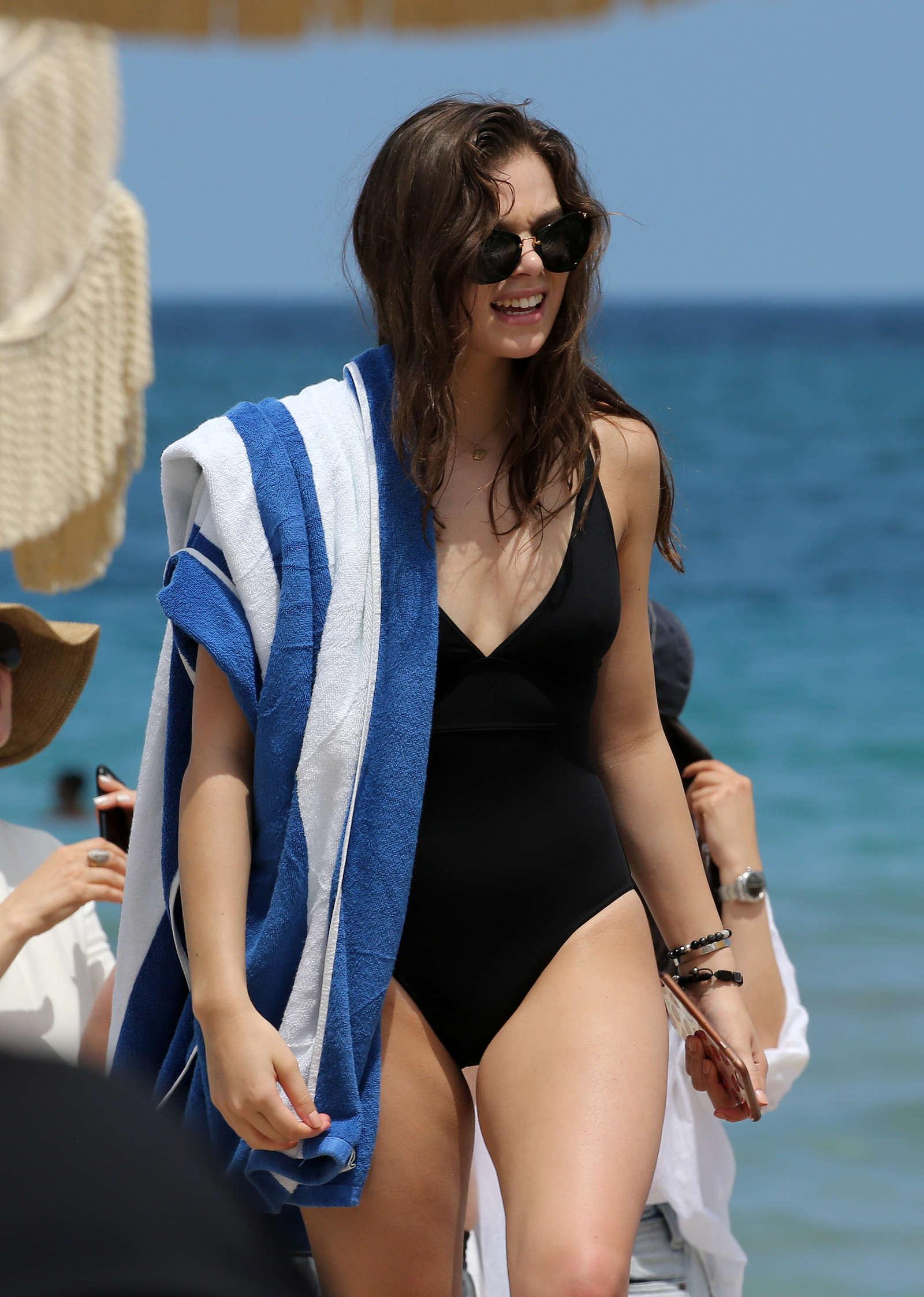 Hailee Steinfeld In Black Swimsuit 2016 06 Gotceleb