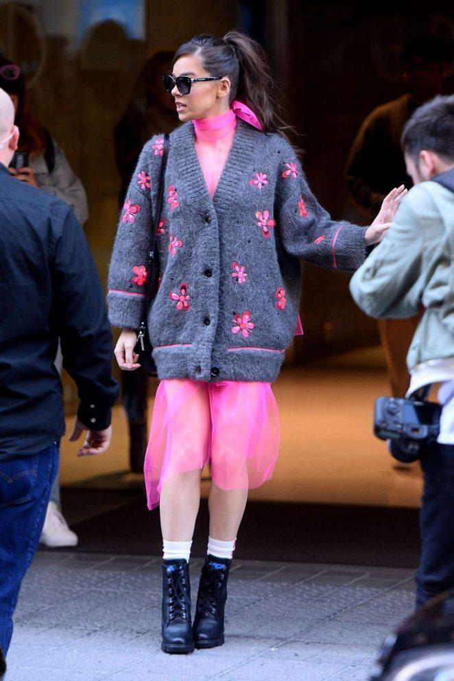 Hailee Steinfeld - Leaving her hotel in Bilbao