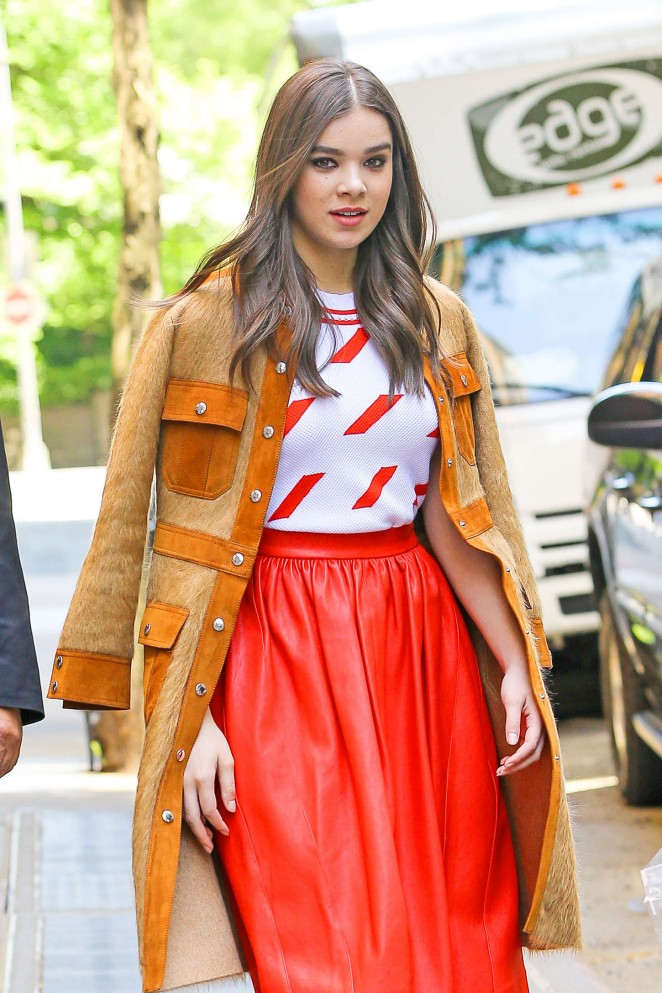 Hailee Steinfeld – Leaving 'The View' in NYC