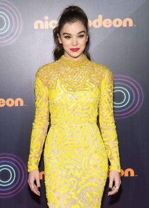 Hailee Steinfeld - Nickelodeon Halo Awards 2016 in New York