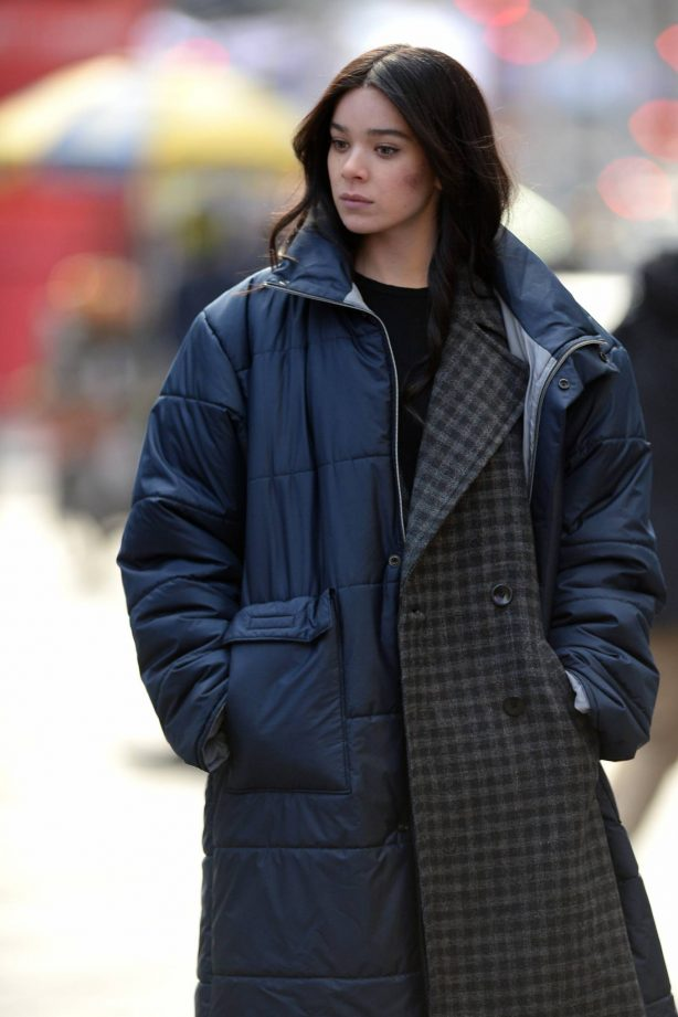 Hailee Steinfeld - On set of the 'Hawkeye' TV Series in New York City