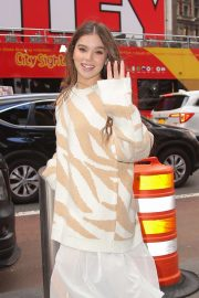 Hailee Steinfeld - Out in NYC