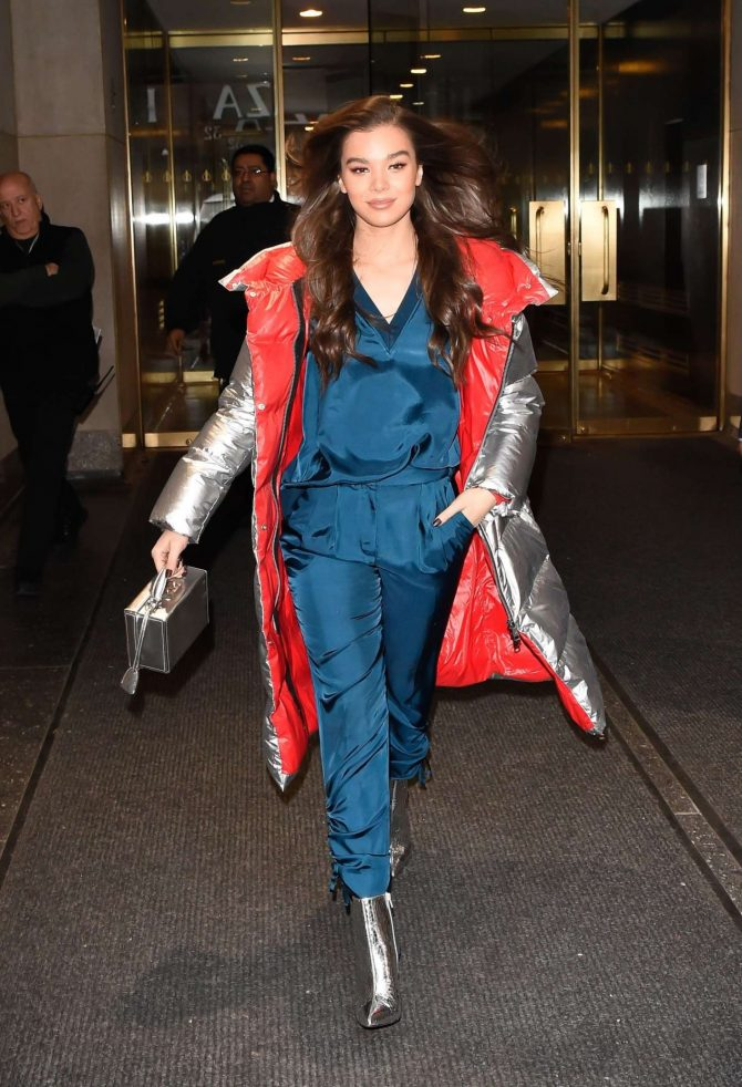 Hailee Steinfeld – Out in NYC
